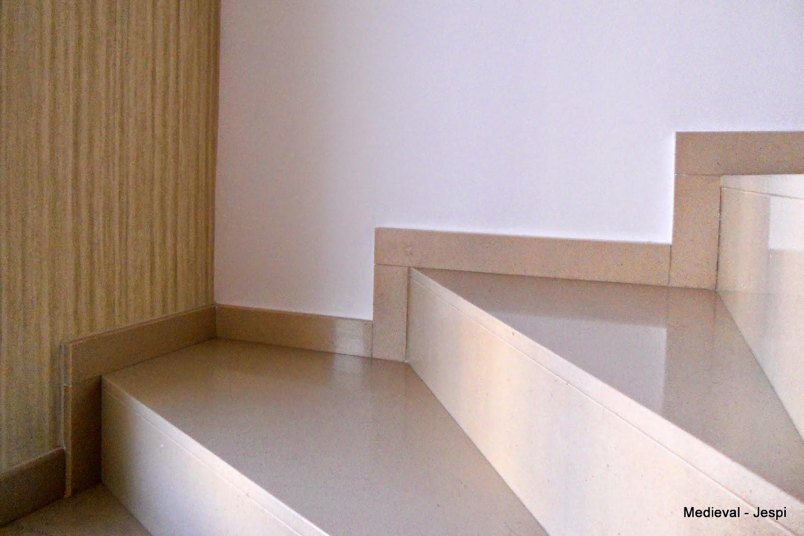 Medieval world construcci n de una escalera de caracol - Escaleras interiores de obra ...