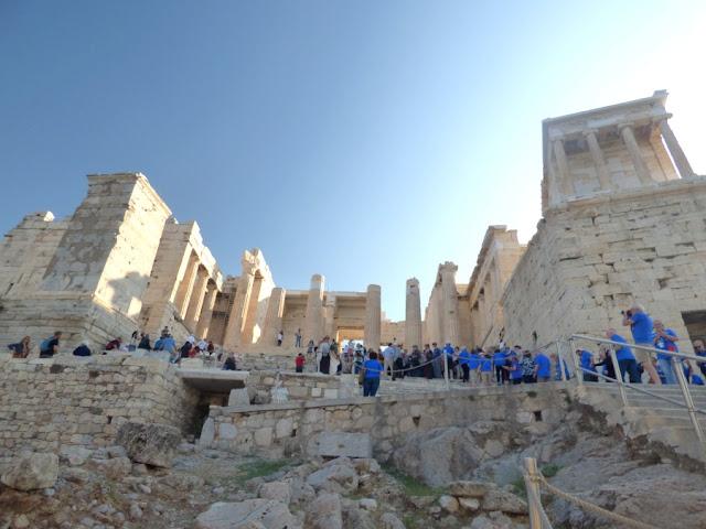 propileos en la visita a la acropolis