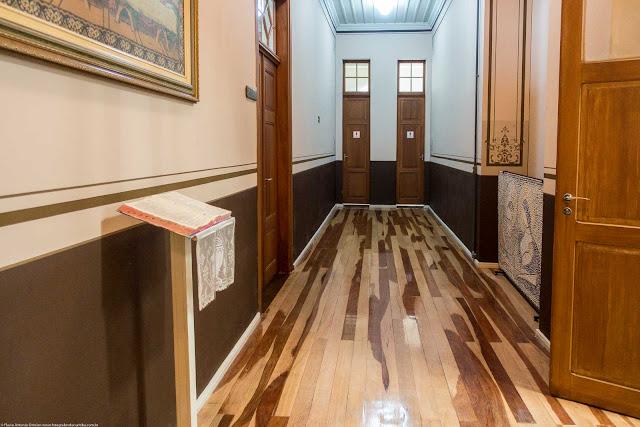 Piso de madeira nos corredores da Santa Casa