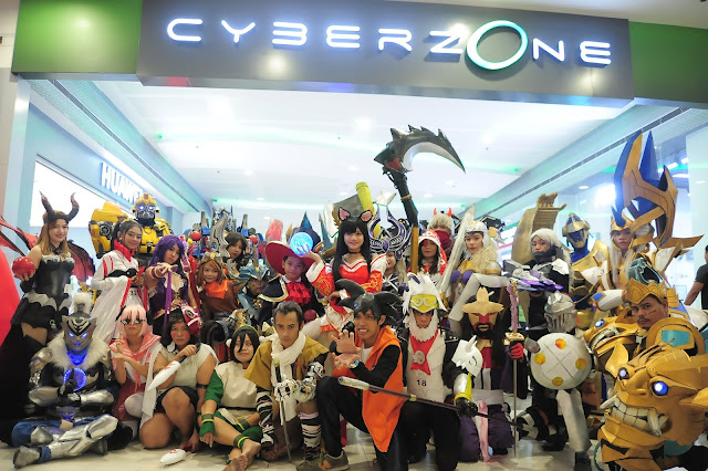 IN PHOTOS: Cosplay Contest 2019 contestants enthusiastically take a group photo in front of Cyberzone, highlighting its new and minimalist look during their parade at SM City San Jose del Monte.