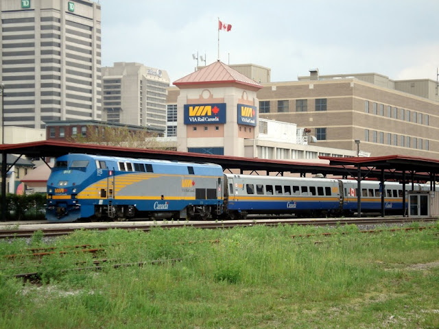 Como ir de Toronto a Ottawa de trem