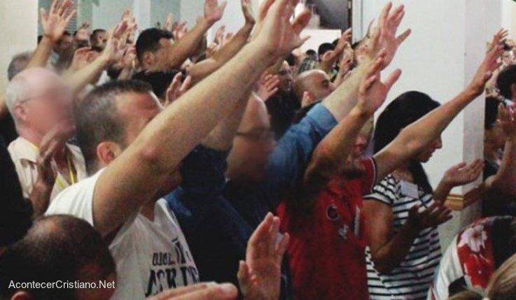 Cristianos adorando en Argelia