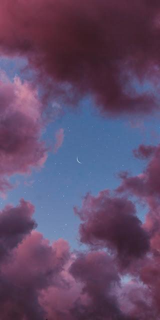 Ánh trăng khuyết giữa bầu trời đêm