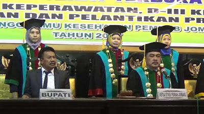 STIKES Pemkab Jombang Wisuda 275 Sarjana dan Diploma