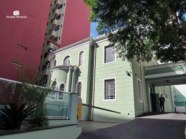 Vista lateral do antigo casarão do complexo do Hospital Adventista De São Paulo - Aclimação