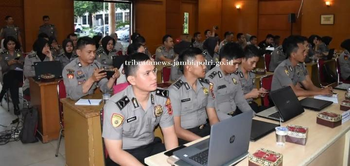 Pelatihan SMK Online Untuk Satker Dan Satwil Jajaran Polda Jambi Dilaksanakan Oleh Biro SDM Polda Jambi
