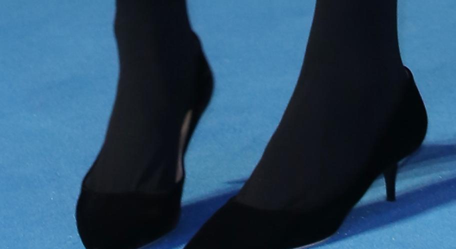 pics claudia schiffer legs