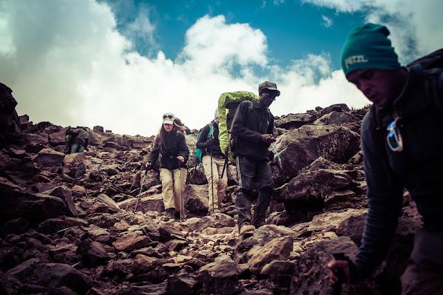 5 Tips Aman Mendaki Gunung Saat Musim Hujan