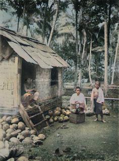 rumah bilik dari anyaman bambu dan atap dari kaleng minyak di padang sidempuan