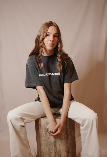 model poses for photoshoot female