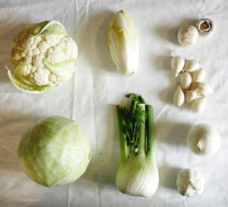 makanan sehat berwarna putih