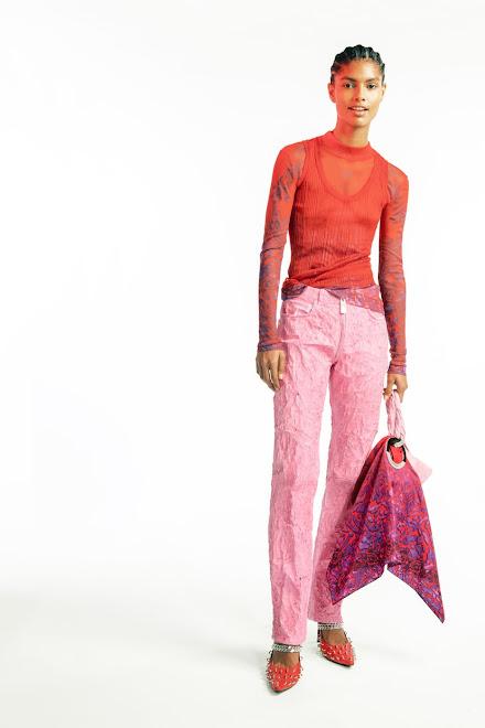 Moda en rosa primavera 2021 combinación rosa rojo