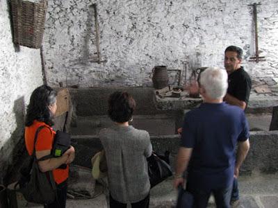 Explicações  turistas sobre o museu do azeite