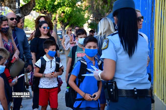 Φυλλάδια της τροχαίας στα σχολεία της Αργολίδας με συμβουλές οδικής ασφάλειας