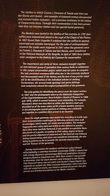 Black text plate with white font about the renaissance clothes from the palazzo pitti