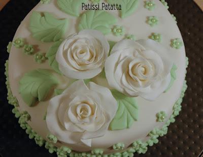 gâteau fleuri, gâteau romantique, modeling flowers, fleurs en gumpaste, pâte à sucre, gumpaste, cake design, roses cake, patissi-patatta