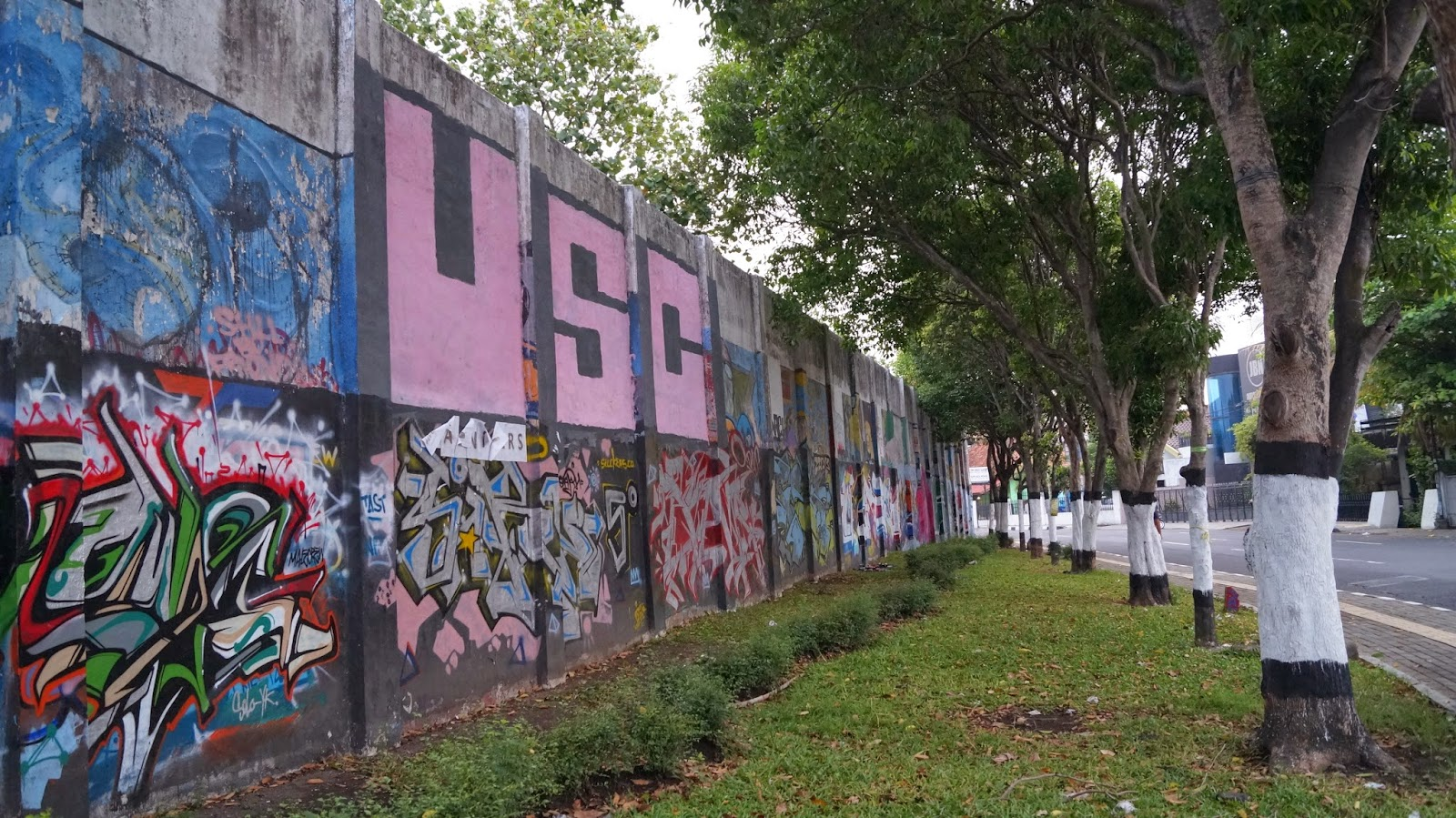 Wisata graffiti jogja di stadion kridosono kotabaru