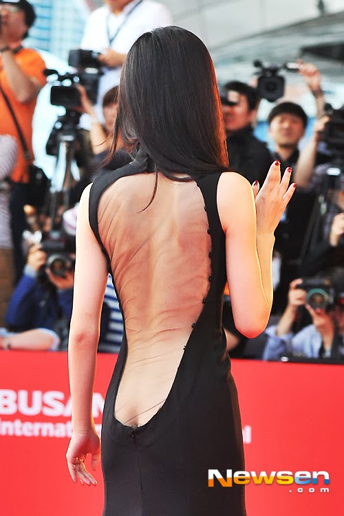 Actress Kang Hanna (강한나) at the 18th Busan ​​International Film Festival (BIFF 2013), shocking exposure