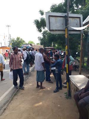जमुई-बस की ठोकर से एक युवक की मौत,हंगामा और सड़क जाम से बाधित रही यातायात।