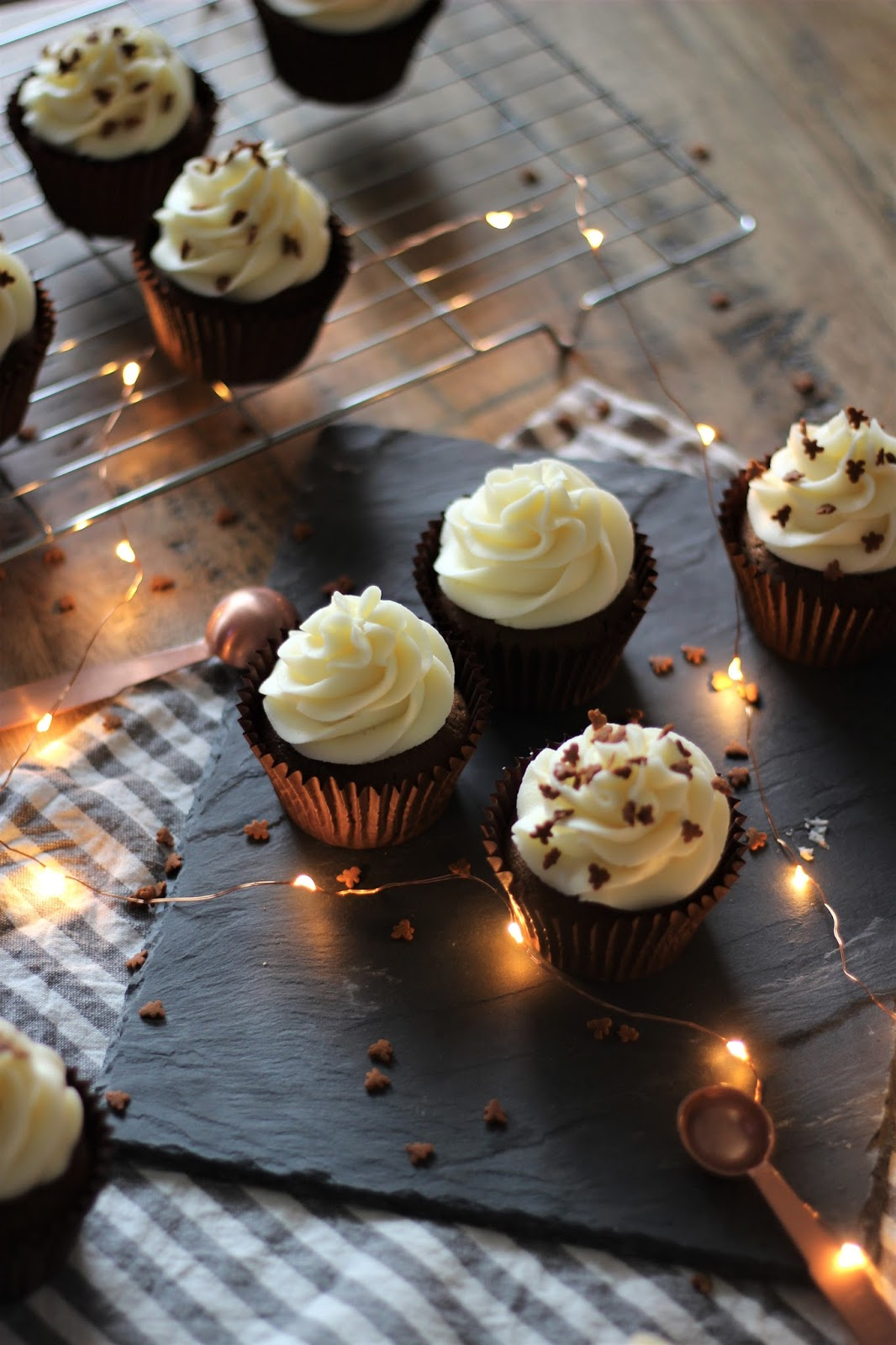 gingerbread-cupcakes-with-cream-cheese-frosting