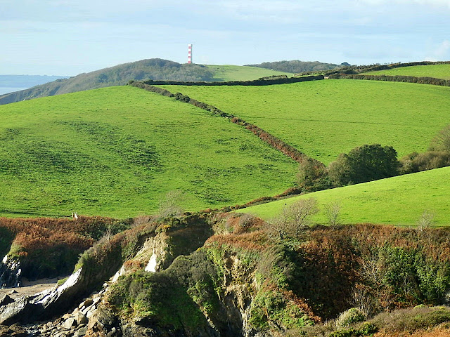 Waling coast path Fowey to Gribbin Head - lovely views