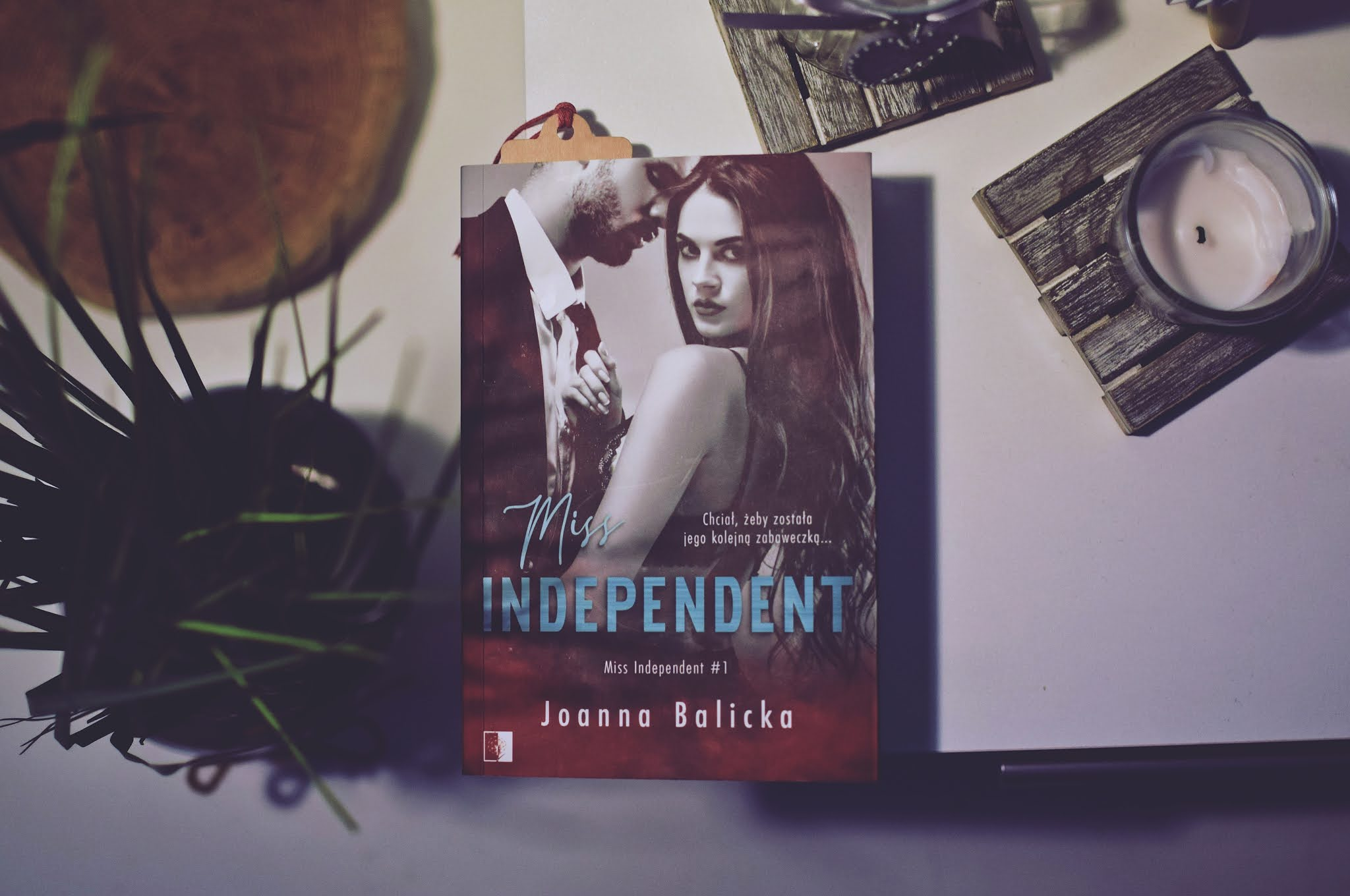 JoannaBalicka,MissIndependent, romansbiurowy, romans, erotyk,WydawnictwoNiezwykłe,debiut,opowiadanie,recenzja,SophieandBryson