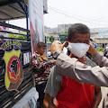 Kapolres Cianjur Pimpin Langsung Pembagian Masker Serentak di Pusat Kota Kabupaten Cianjur