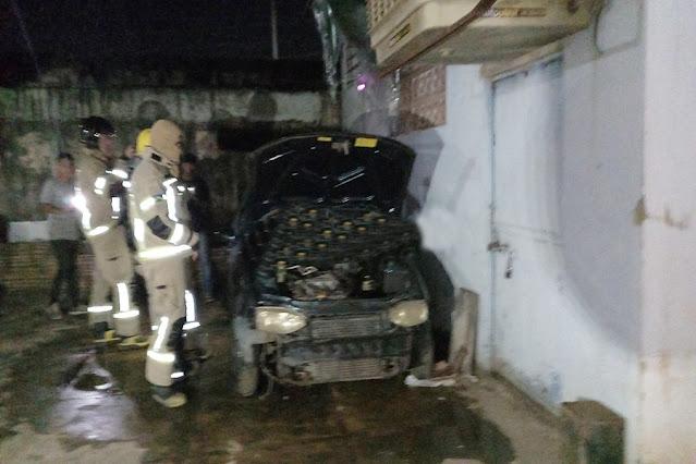 INCÊNDIO: Carro pega fogo dentro de oficina em Porto Velho