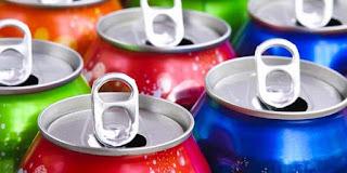10 Bahaya Kesehatan Kebiasaan Minum Soda