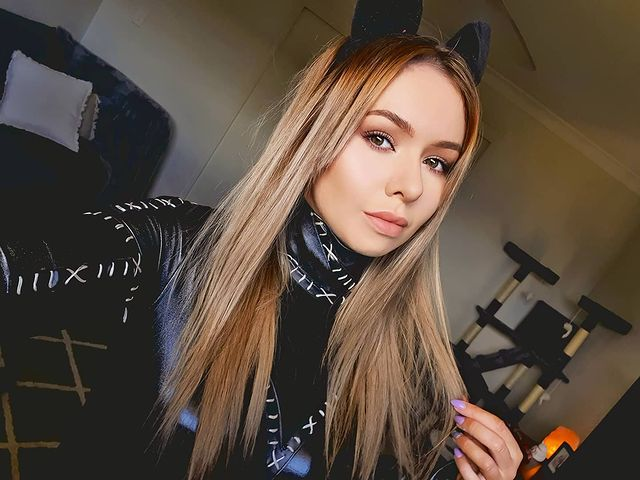 Amy Thunderbolt Pictures