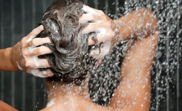 Rutin bersihkan rambut