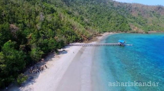 pantai pasir putih lasusua