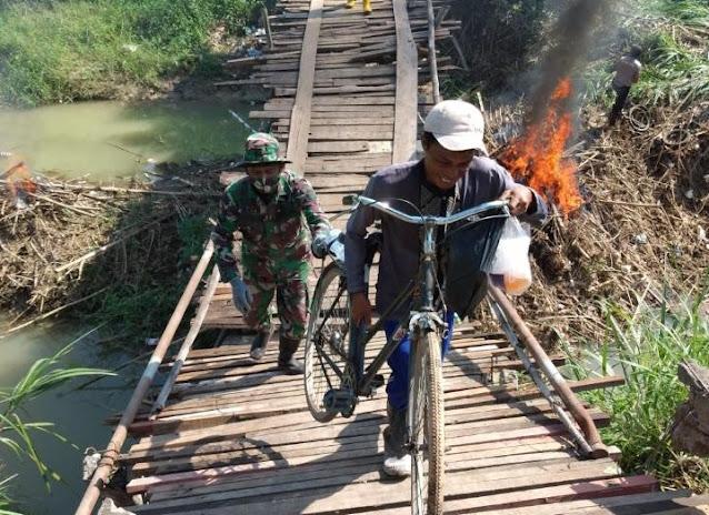 Jembatan di Desa Kebonbatur Putus Akibat Hujan, Ini Yang Dilakukan Babinsa Mranggen