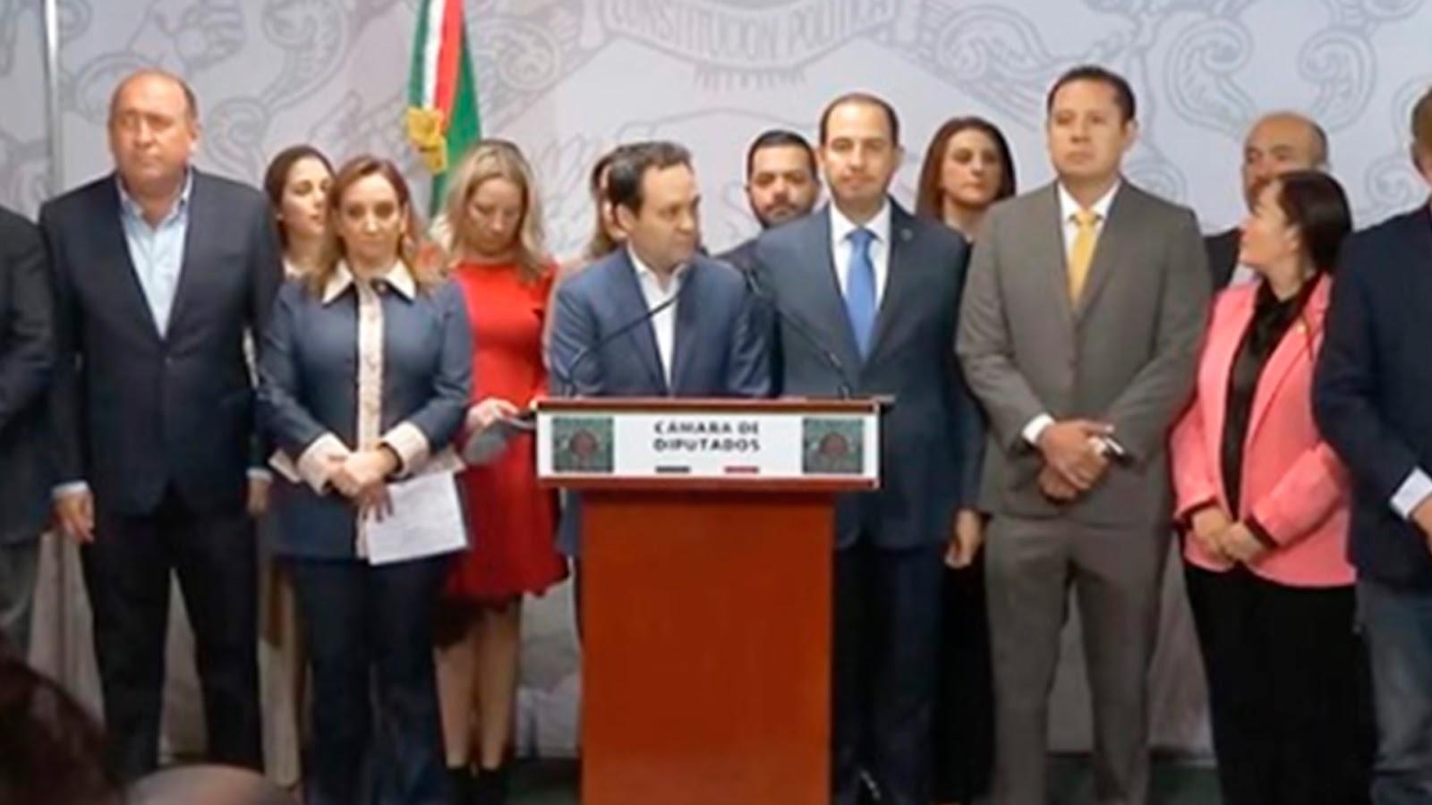 """PRI, PAN, PRD y MC se unen para oponerse a AMLO: """"Se quiere reelegir"""" con la revocación de mandato"""