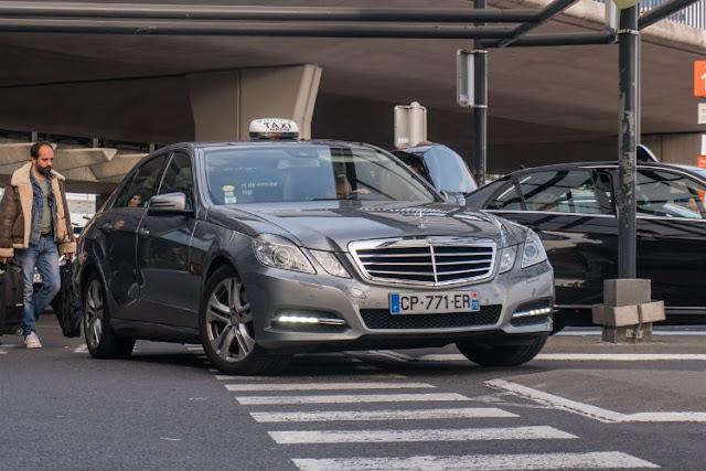 airport taxi in paris