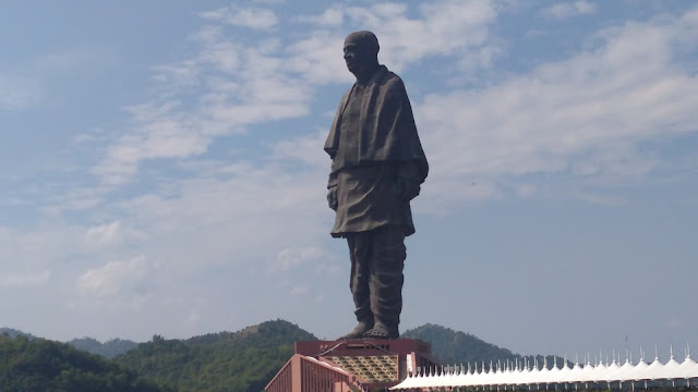 visitors come to the Statue of Unity