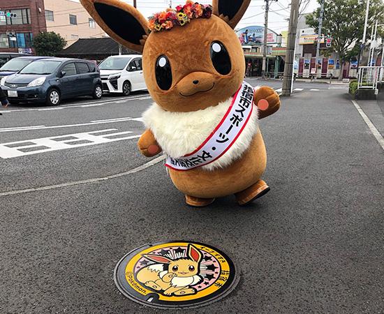 Eevee em tampa de bueiro no Japão