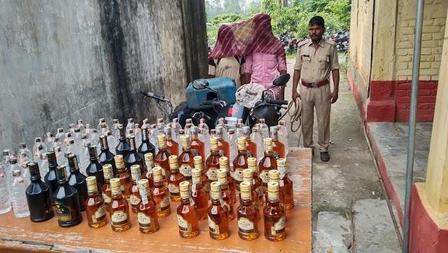 नेपाली शराब-बाइक के साथ दो कारोबारी धराये