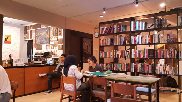 Blanco Coffee & Book