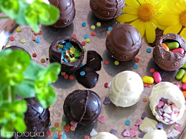 Χειροποίητα σοκολατένια αυγά με έκπληξη.