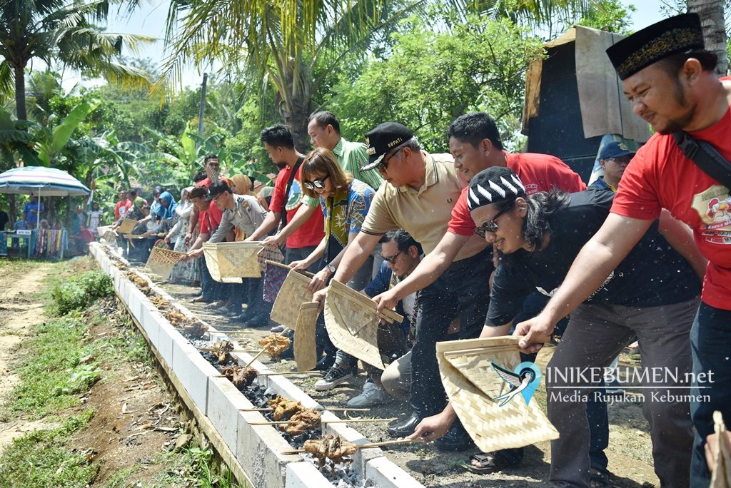 Pesta Rakyat, Warga Giyanti Rowokele Bakar 300 Ekor Ayam