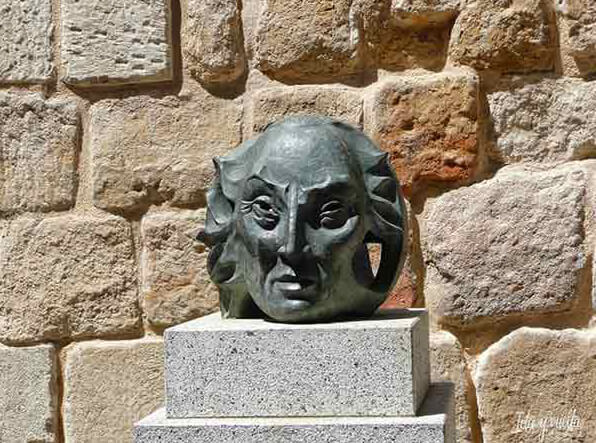 Estatua Villarroel Cueva Salamanca