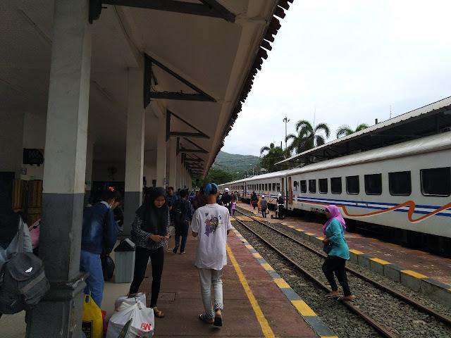 peron stasiun Merak
