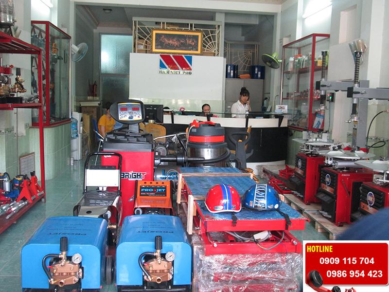 Máy xịt rửa xe gia đình, máy phun rửa mini spro.vn