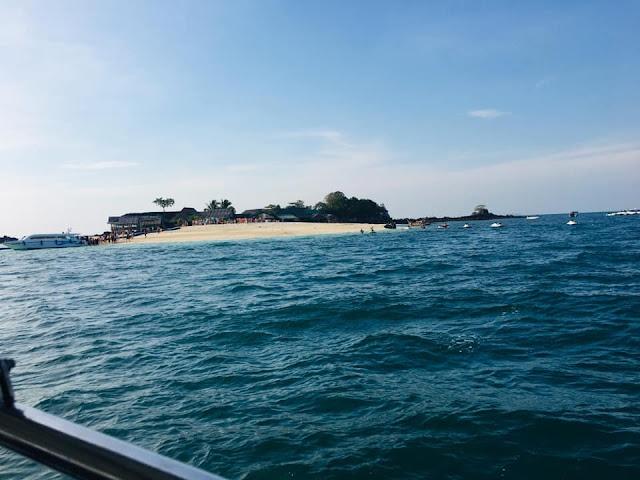 เกาะไข่ แบ่งเป็นเกาะเล็กๆ คือ เกาะไข่นอก เกาะไข่ใน เกาะไข่นุ้ย