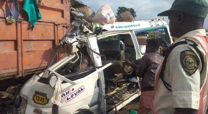 13 die in Auto crash in Lagos-Ibadan Expressway
