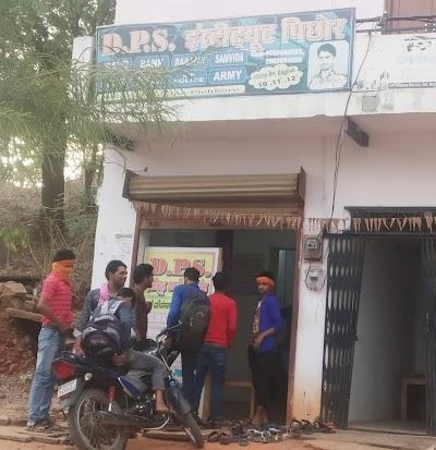 कोचिंग संचालक कर रहे छात्रों के भविष्य के साथ खिलवाड़ नियमों की उड़ा रहे धज्जियां प्रशासन मौन | Pichore News