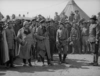 """Кадр из к/ф Чарли Чаплина """"На плечо"""" / Shoulder Arms (1918) - 32"""