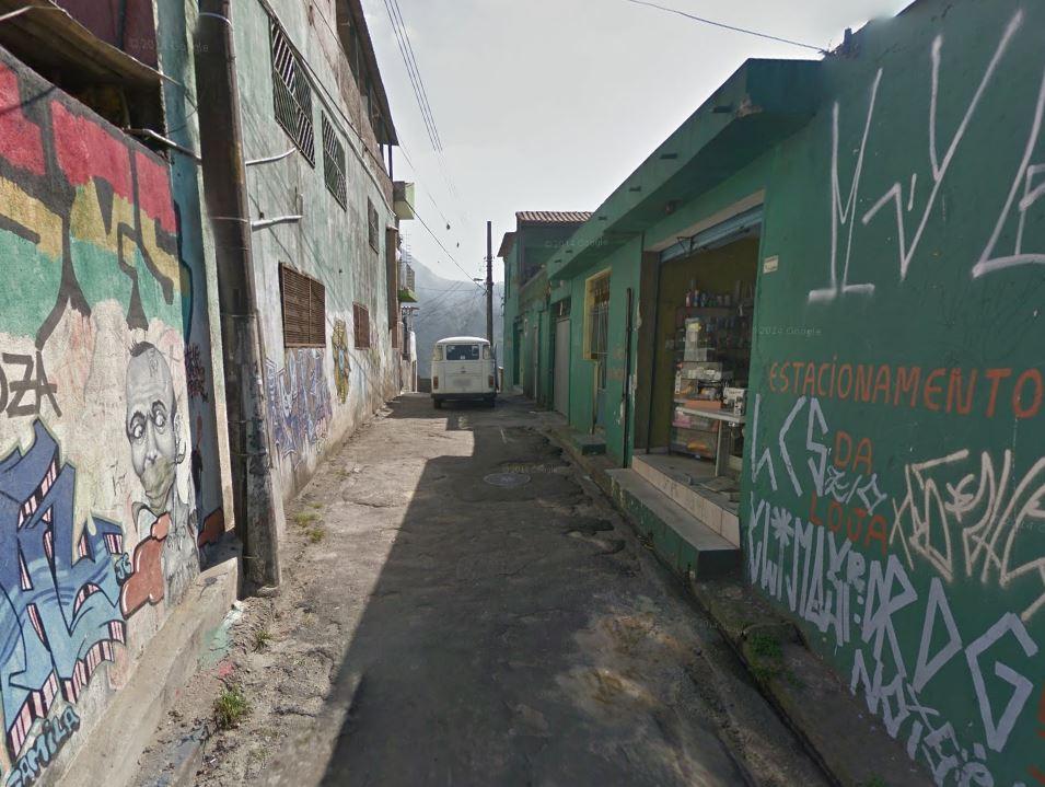 O portal de entrada à Vila Eliana