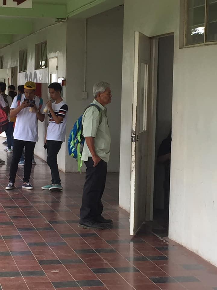 The elderly student inspires many netizens